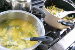 味噌汁の入った鍋